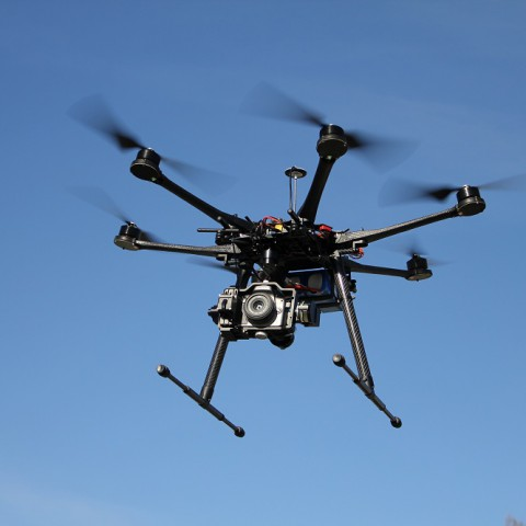 Hexacopter_Multicopter_DJI-S800_on-air_credit_Alexander_Glinz